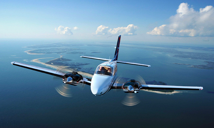 Avion bimoteur